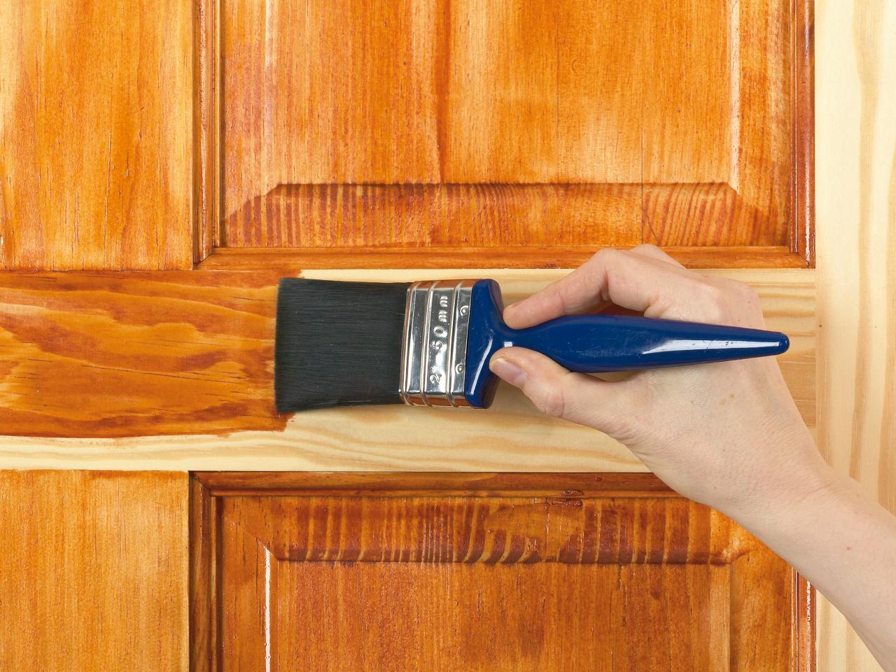 Door varnish